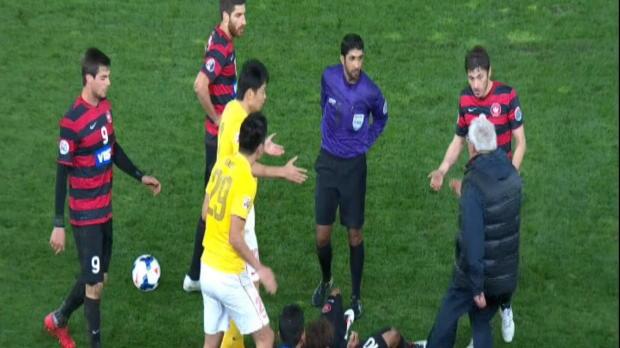 Foot : LdC AFC - Furieux, Lippi envahit le terrain