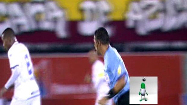 L'attaquant de Mineros de Guayana, Luis ''Balotelli'' Guerra, a manqué une occasion en or lors du nul (2-2) contre Aragua en Primera Division de Venezuela. Le joueur de 17 ans n'a pas été aidé sur un terrain, loin d'être un ''billard''.