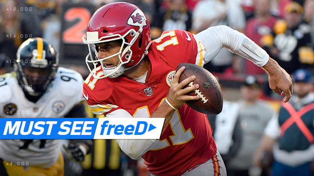 freeD: Alex Smith threads the needle between two defenders on pass to Kareem Hunt | Week 6