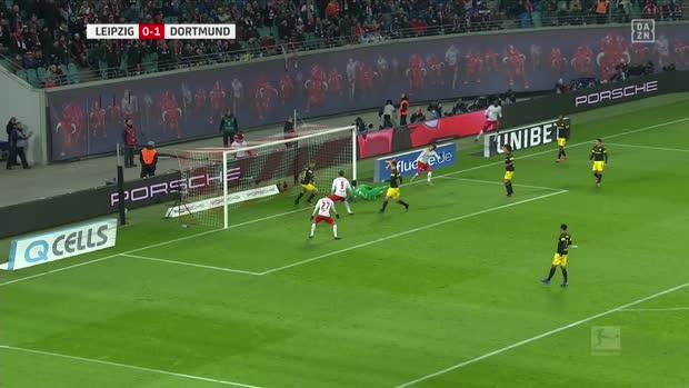 Roman Bürki hält den Sieg für Dortmund fest