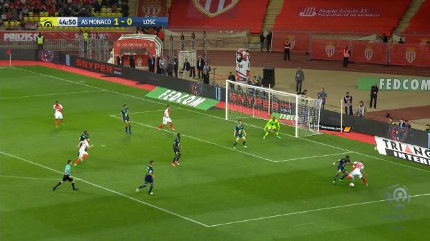 Mbappé baila dentro del área y le regala el gol a Bernardo Silva