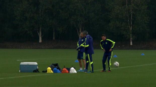 José Mourinho aime bien taquiner les membres de son staff, comme le prouve cette séquence tout en