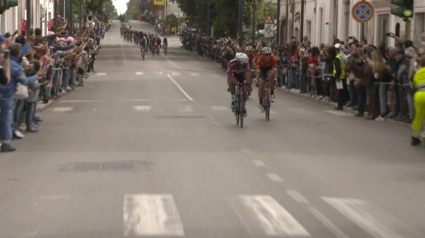 Giro de Italia - Ewan se impone en Alberobello; Jungels sigue líder