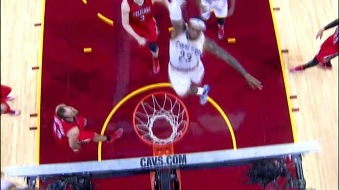 Le dunk monstrueux à une main de LeBron James