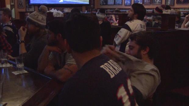 Patriots-Fan zerreißt vor Wut sein T-Shirt