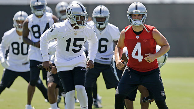 How are the Raiders preparing for the high altitudes of Mexico City?