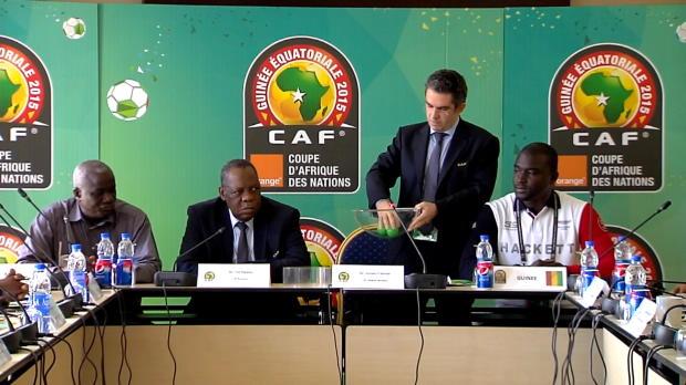 Lors du tirage au sort qui a departagé le Mali et la Guinée jeudi, le Présidentde la Fédération de football du Mali, Boubacar Diarra, a rencontré quelques soucis, afin d'effectuer le tirage.