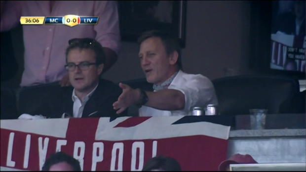 Daniel Craig était présent dans les tribunes mercredi pour assister à la rencontre amicale entre Liverpool et Manchester City. L'acteur anglais, qui incarne l'agent secret James Bond au cinéma est un grand supporter des Reds.