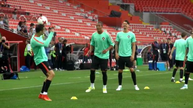 لقطة: كرة قدم: رونالدو يظهر مهاراته الرأسيّة اللافتة في تدريبات السيليساو