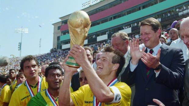 Foot : Brésil - Qui sera le capitaine du Brésil version Dunga ?