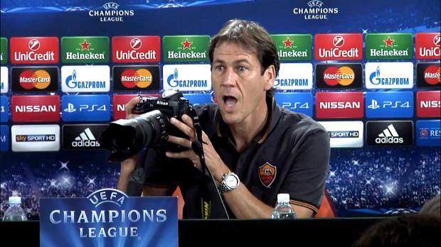 Scène cocasse lors de la conférence de presse avant le match de Ligue des Champions entre la Roma et le Bayern. Agacé par le bruit des appareils des photo-journalistes, Rudi Garcia a tenu à le signifier devant l'assemblée.