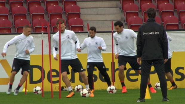 WM-Quali: Hummels im Training in Zauberlaune