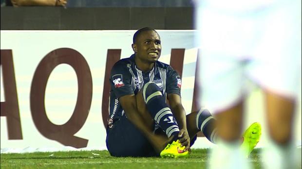 Ames sensibles, s'abstenir ! Le défenseur d'Emelec, Jordan Jaime a subi une spectaculaire et sans doute douloureuse blessure à la cheville lors du match face à Goias, en Copa Sudamericana.