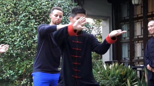 لقطة: كرة سلة: كوري يمارس رياضة تاي شي