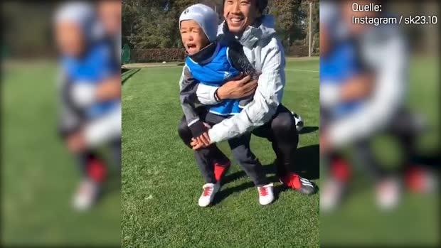 Papa Kagawa muss Sohn erneut trösten | Viral