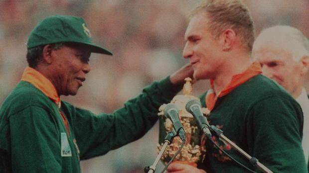 Inglaterra 2015 - Recordando la icónica foto de Pienaar y Mandela