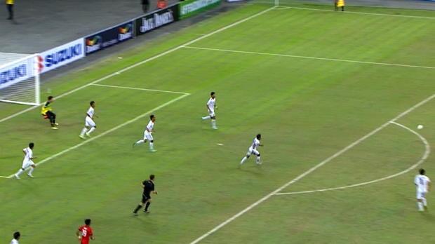 Lors du match de Suzuki Cup entre Singapour et le Myanmar, Hariss Harun a inscrit un doublé, dont un but assez exceptionnel...