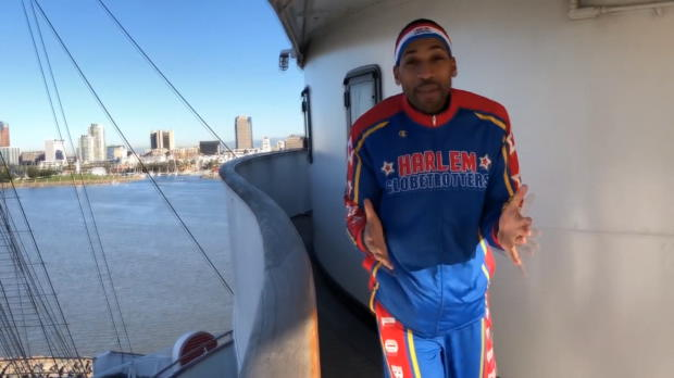 Basketball - Incroyables trick shots des Harlem Globetrotters à bord du Queen Mary