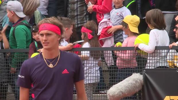 : Rome - Quand Zverev offre son bandana à une jeune supportrice pour s'excuser