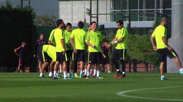 El Barcelona no se f�a del Kun y compa��a