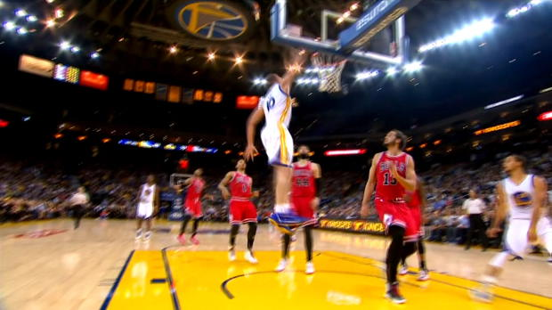 Warriors - La superbe passe � l'aveugle de Curry