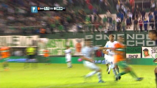 Ricardo Noir a sorti une superbe tête lors de la victoire de Banfield contre Quilmes (3-1). L'attaquant a agi sur le centre d'Omar Zarif.