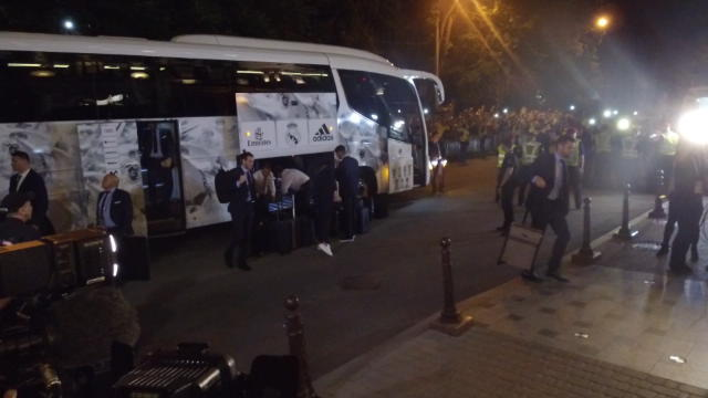 Real Madrid arrive in Kiev for Champions League final Thumbnail