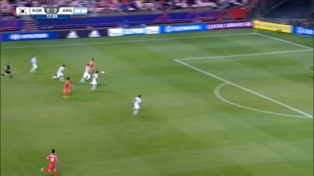 لقطة:كرة قدم:لاعب برشلونة لي سيونغ وو يسجّل هدفا رائعا بكأس العالم تحت 20 سنة