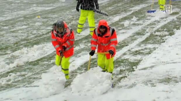 Es weihnachtet sehr – Köln versinkt im Schneechaos