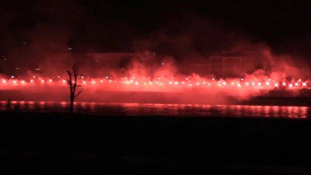 Pyroshow der Düsseldorf-Ultras am Rheinufer