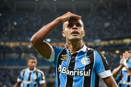 Alisson comemora gol pelo Grêmio