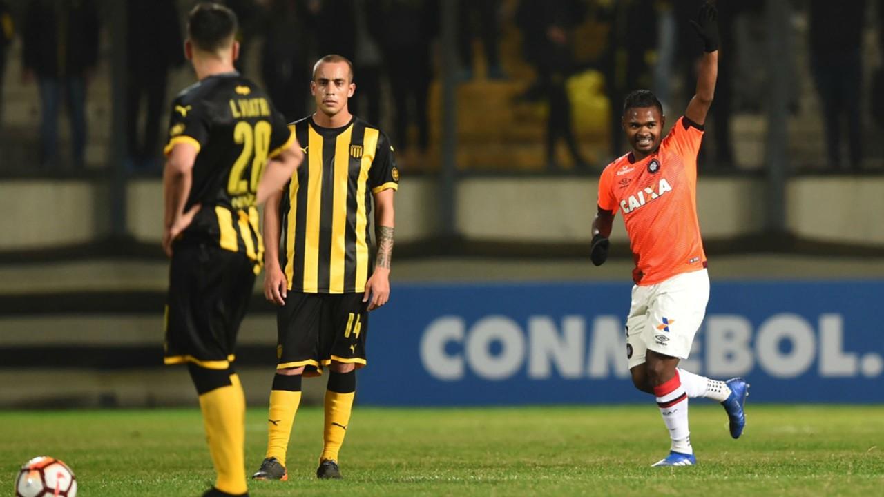 AFP Peñarol Atlético Paranaense Copa Sudamericana 07082018 nikao