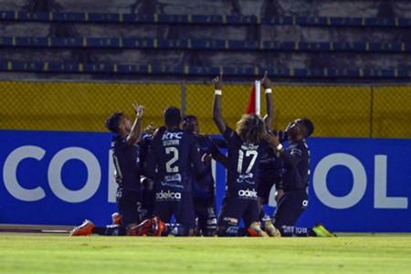 Jogadores do Del Valle comemoram gol