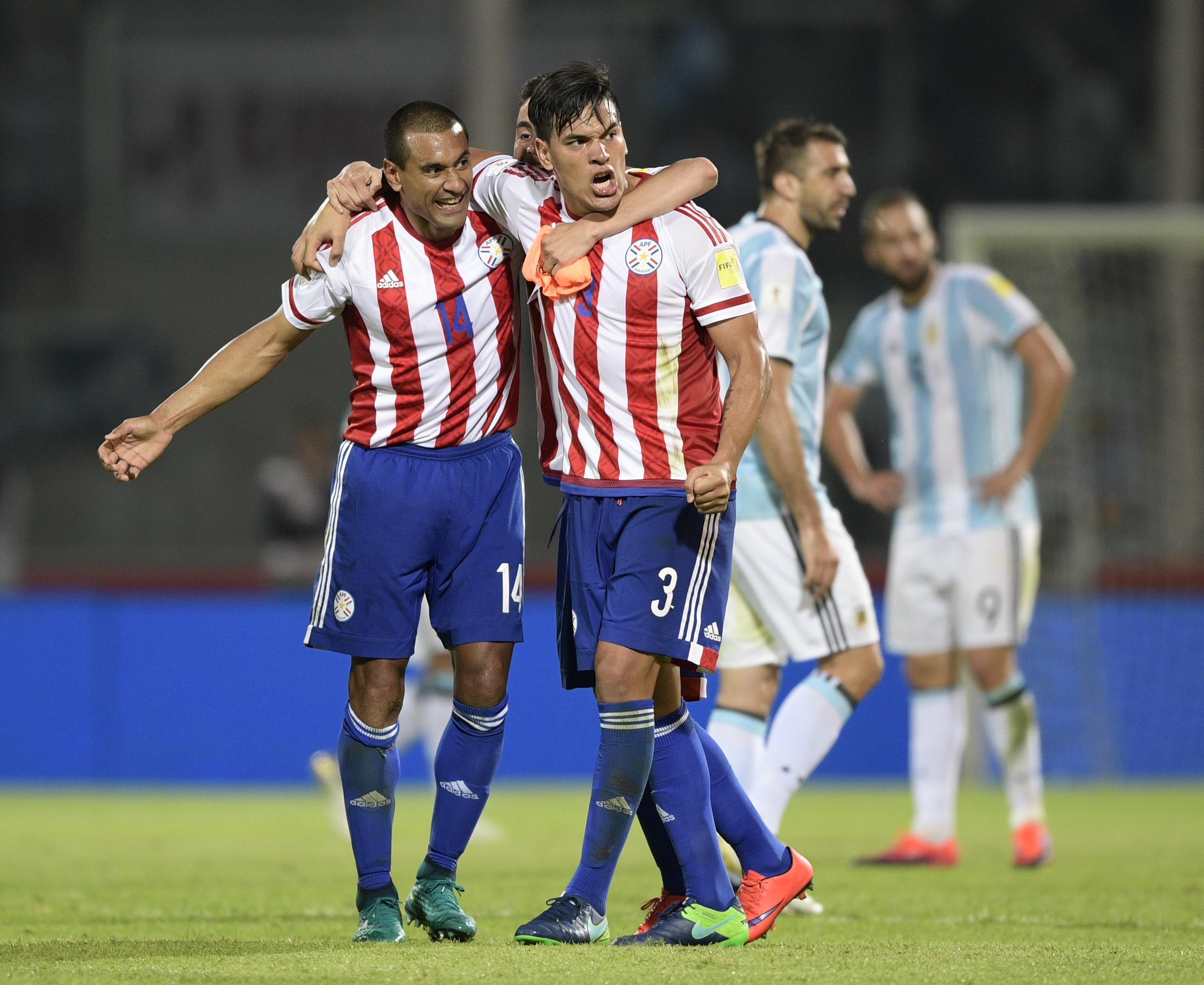 Paulo da Silva e Gustavo Gómez