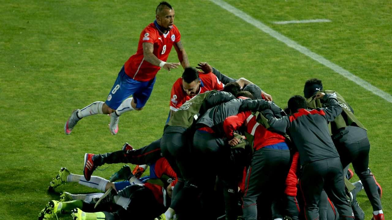 Chile celebrate Uruguay Copa America