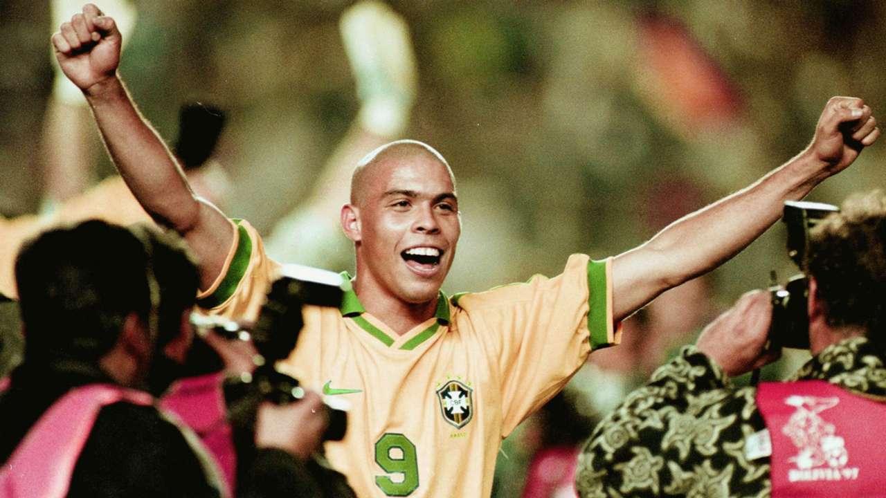 Ronaldo celebrates Copa 1997