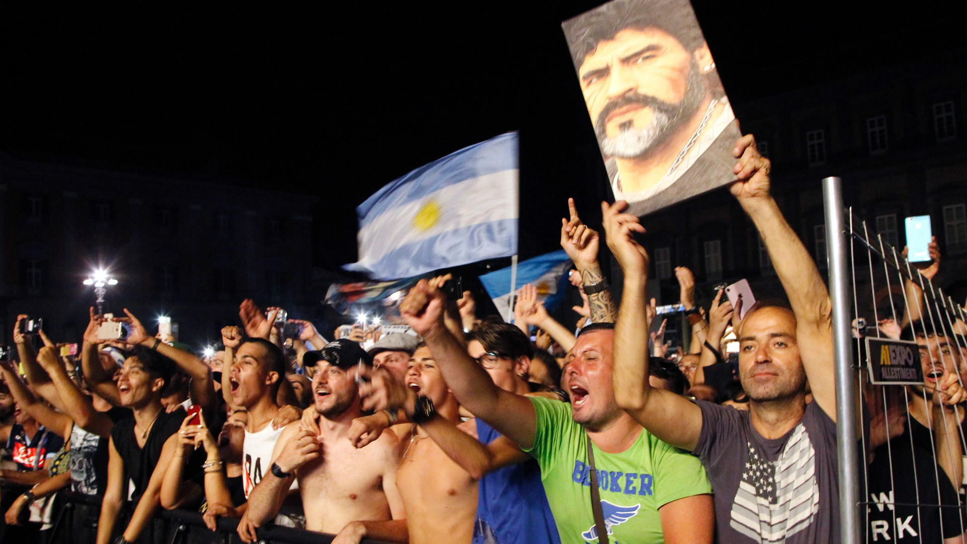 Fans Diego Maradona Napoles 05072017