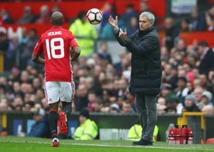 Ashley Young Jose Mourinho Manchester United Reading