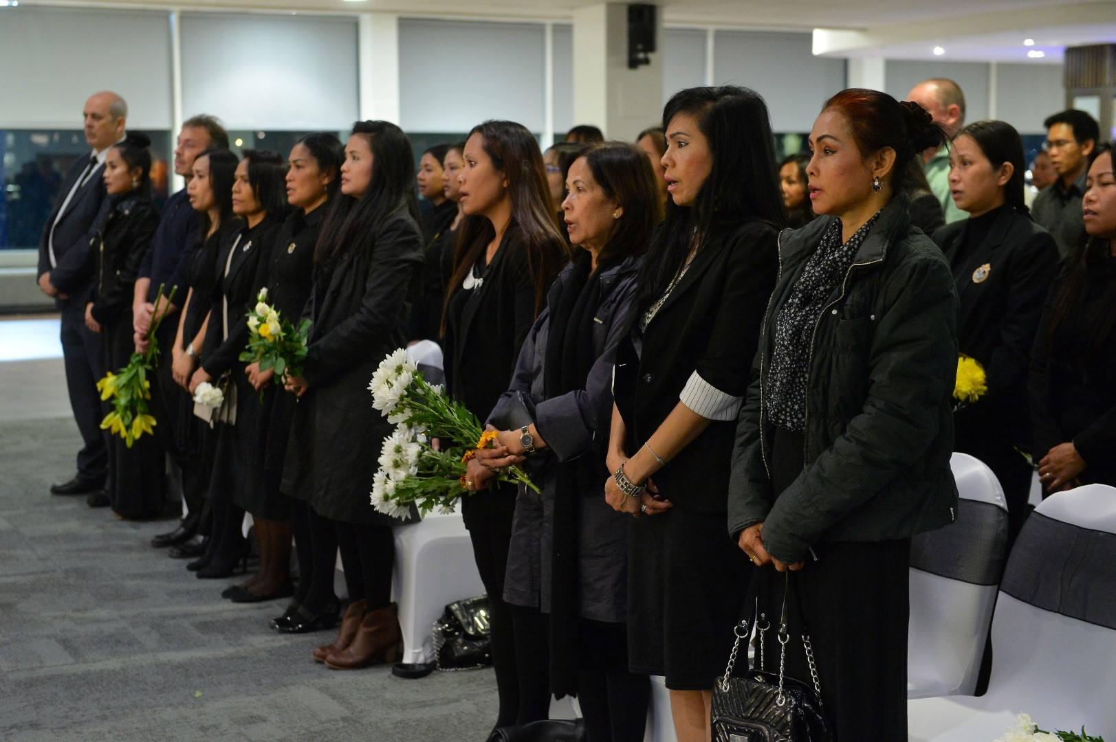 Image result for เลสเตอร์เปิดสโมสรให้คนไทยร่วมถวายอาลัยในหลวง ร.9