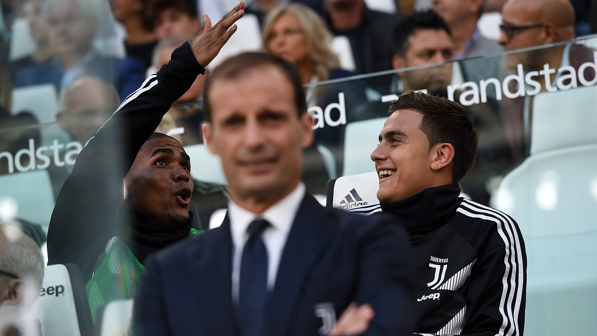 Douglas Costa Paulo Dybala Massimiliano Allegri Juventus 2018-19