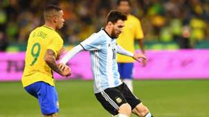 Gabriel Jesus vs Lionel Messi