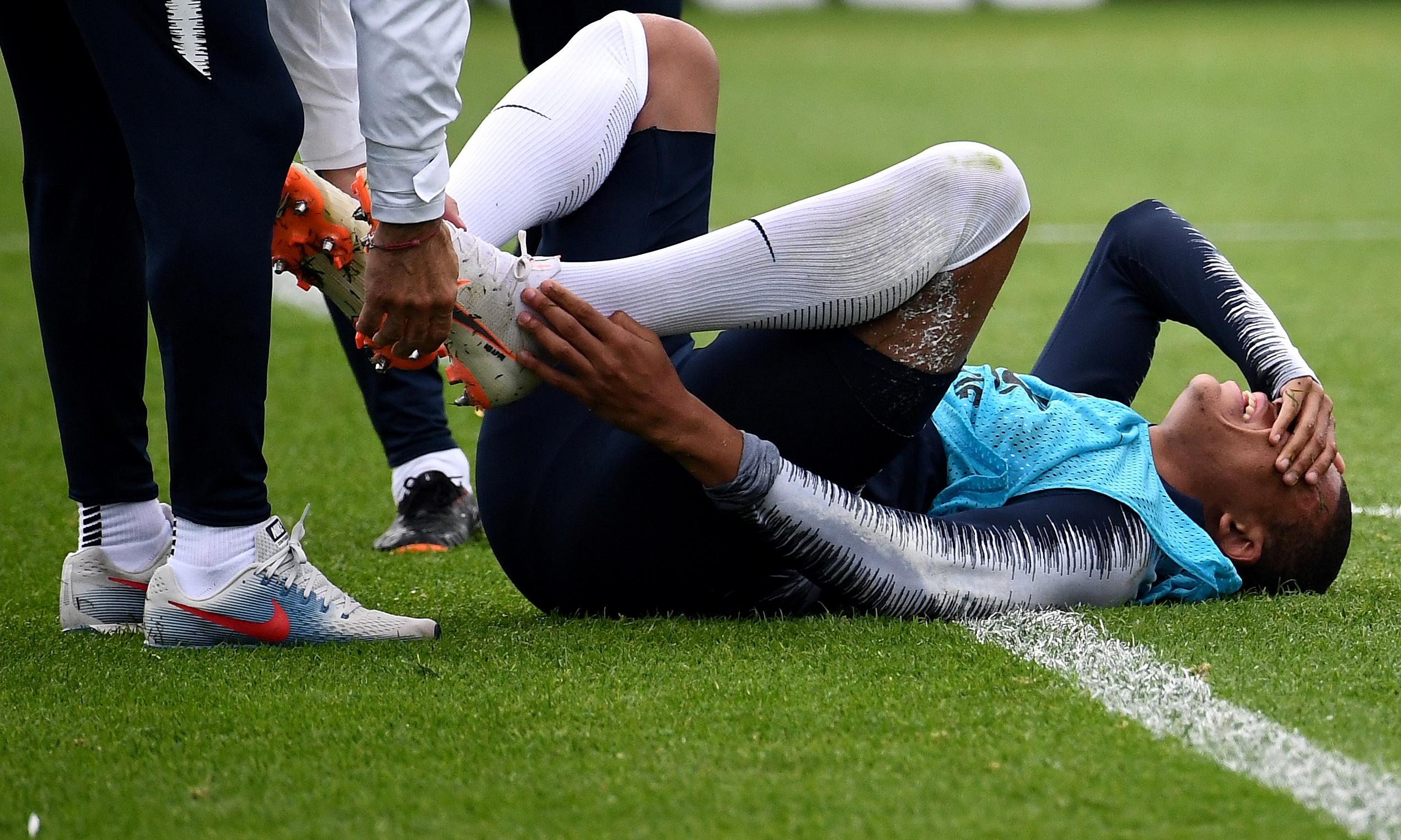 Image result for เอ็มบัปเปเจ็บข้อเท้าเลิกซ้อมกลางคัน