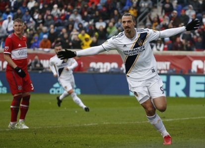 Zlatan-ibrahimovic-bastian-schweinsteiger-chicago-fire-la-galaxy-mls_s6zctj63be3i1coyd11qm1h81