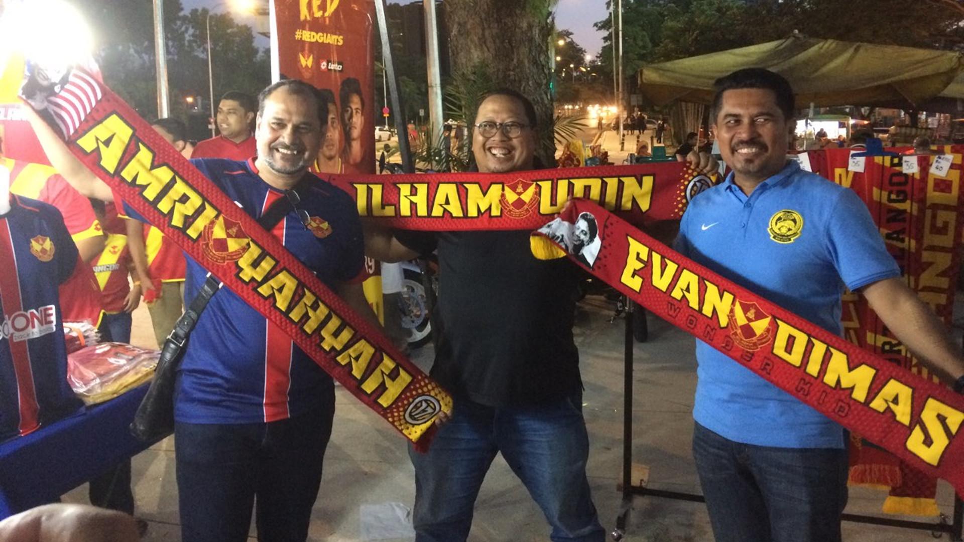 Fans Selangor FA dengan syal Evan Dimas & Ilham Udin