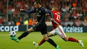 GARETH BALE REAL MADRID ARTURO VIDAL BAYERN MÜNCHEN UEFA CHAMPIONS LEAGUE 12042017