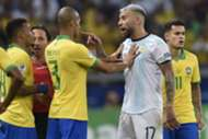 Otamendi discute com jogadores da seleção brasileira