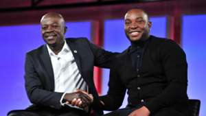 Kaitano Tembo of SuperSport United and Benni McCarthy of Cape Town City