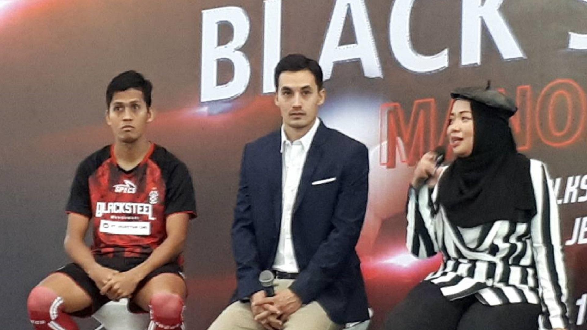 Black Steel Manokwari FC - Yori van der Torren