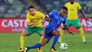 Dean Furman of South Africa challenges Garry Rodrigues of Cape Verde