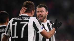Mario Mandzukic Andrea Barzagli Juventus Crotone Serie A